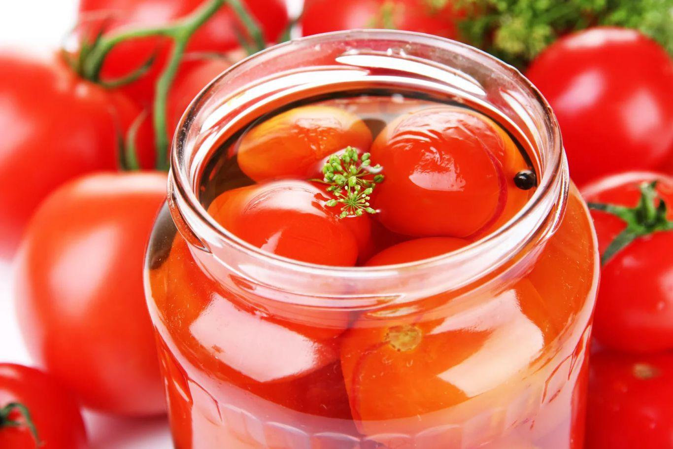 Консервация с помидорами на зимуы